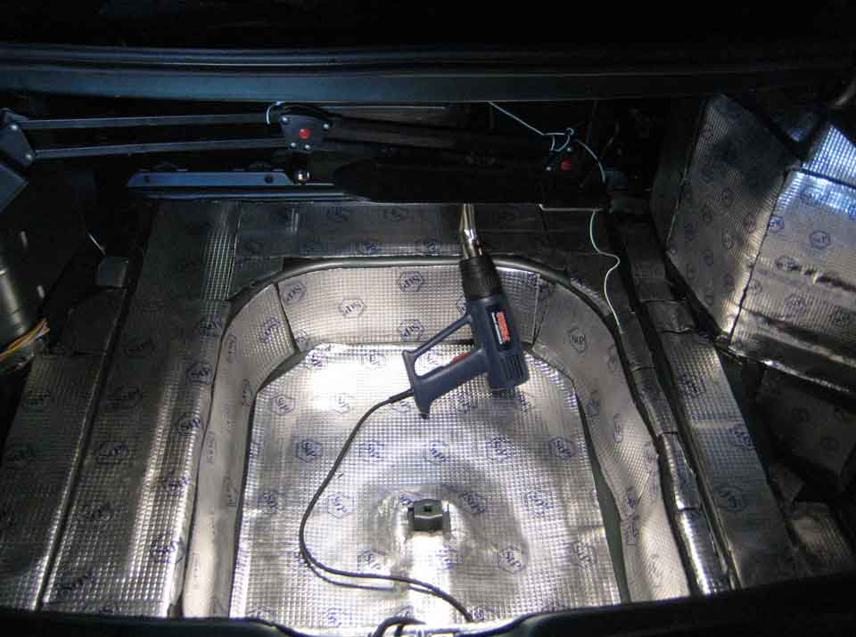Шумоизоляция багажника Лада Приора